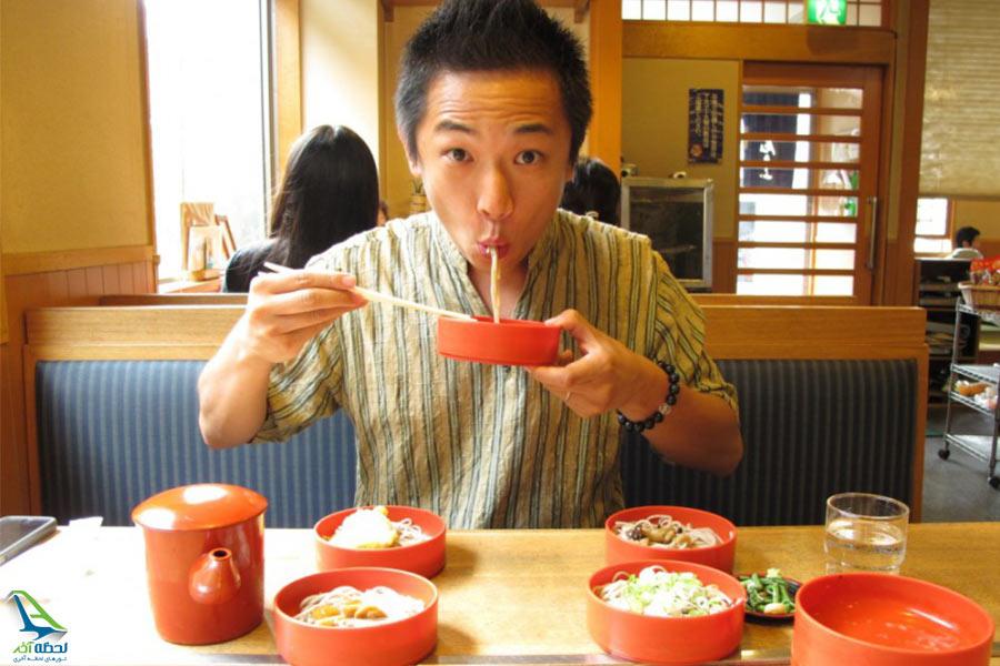 عجیب ترین رسوم چینی ها هنگام غذا خوردن