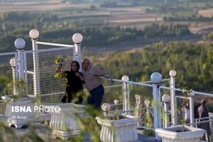 عکس / نخستین پل معلق تمام شیشهای قوسی شکل جهان در اردبیل