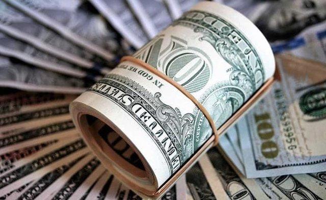 کشف بیش از ۱۰۰۰ چک پول و دلار تقلبی