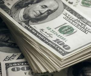 کشف اسکناس های ۱۰۰ دلاری از جعبه دستمال کاغذی